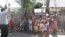 En del af børneflokken, der både kan bibelvers og gode børnesange udenad.