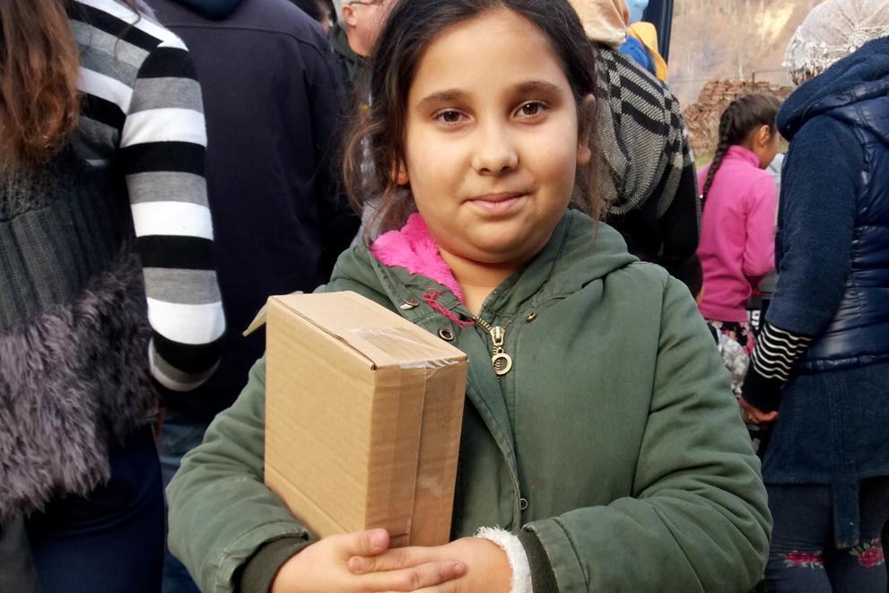 Uddeling af julepakker i Roma-landsbyer